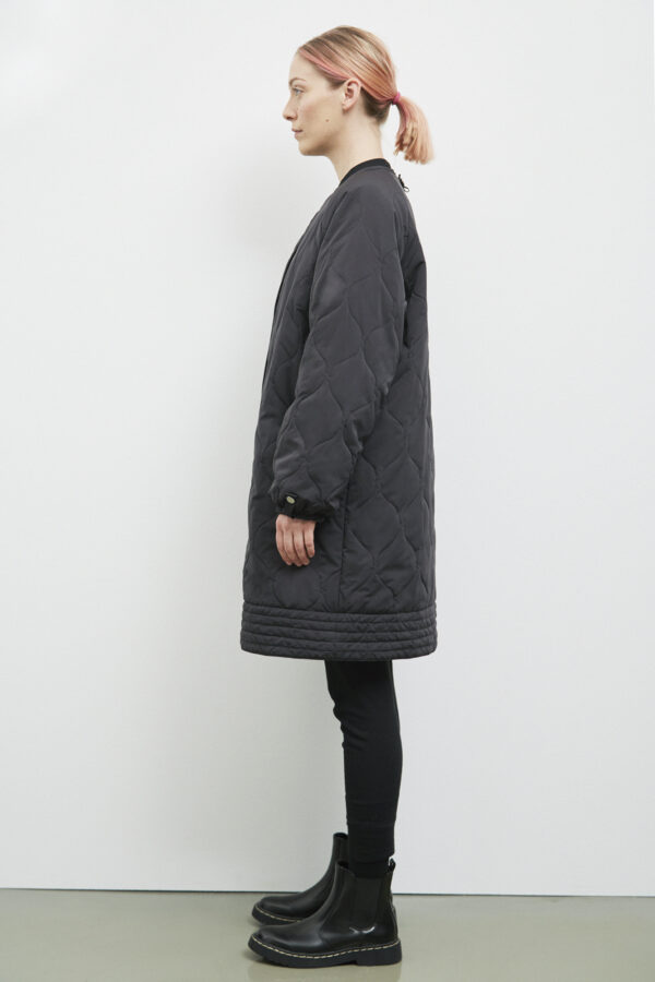 Akaroa Coat, Black - 193 - Embassy of Bricks and Logs - Anna Vatheuer Photo - Premium Ethical Outerwear