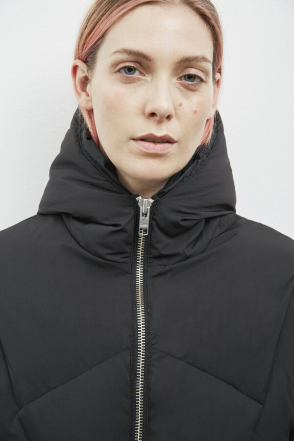 Bray Down Jacket, Black - 193 - Embassy of Bricks and Logs - Anna Vatheuer Photo - Premium Ethical Outerwear