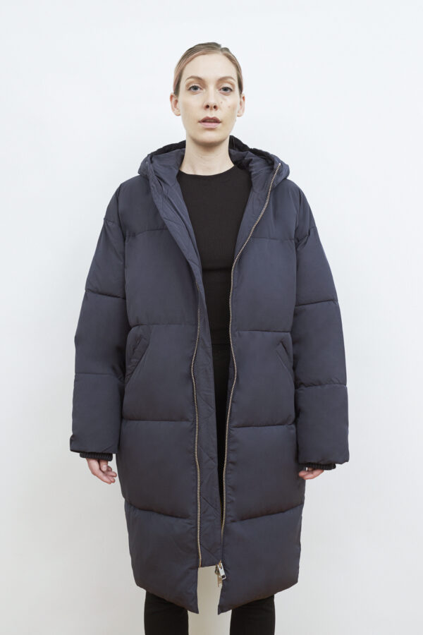 Elphin Down Coat, Dark Navy - 193 - Embassy of Bricks and Logs - Anna Vatheuer Photo - Premium Ethical Outerwear