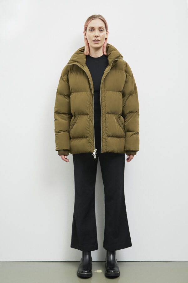 Manitoba Down Jacket, Olive - 193 - Embassy of Bricks and Logs - Anna Vatheuer Photo - Premium Ethical Outerwear