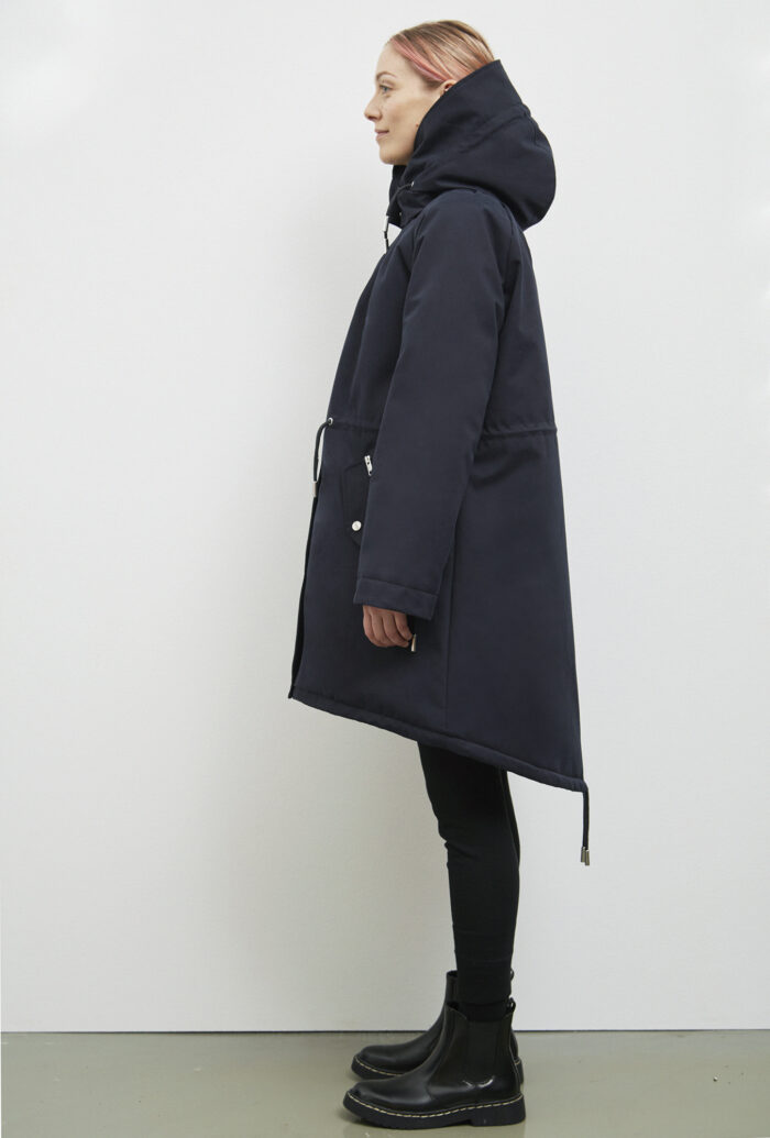 Wanaka Rain Coat, Dark Navy - 193 - Embassy of Bricks and Logs - Anna Vatheuer Photo - Premium Ethical Outerwear