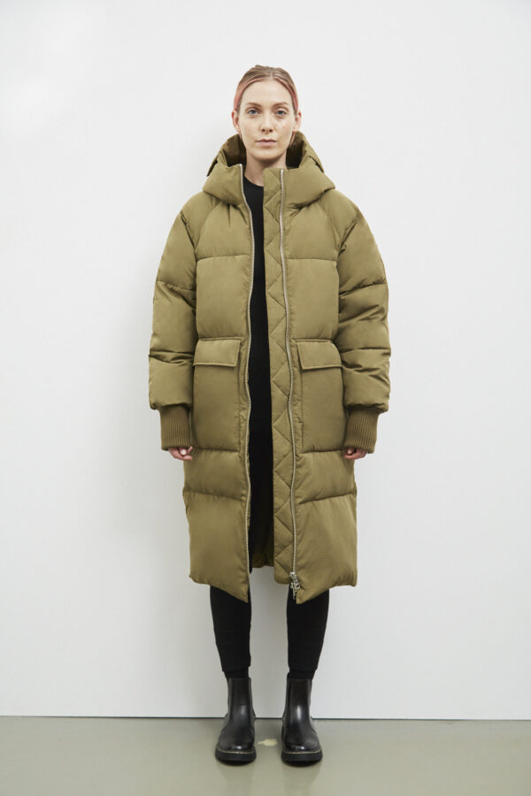 Belfast Down Coat, Olive - 193 - Embassy of Bricks and Logs - Anna Vatheuer Photo - Premium Ethical Outerwear
