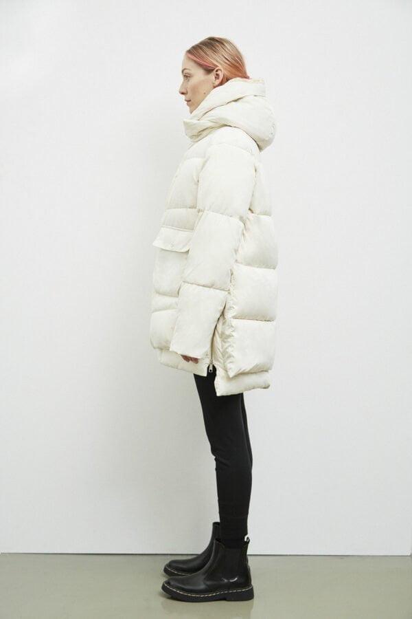 Lyndon Down Jacket, Off White - 193 - Embassy of Bricks and Logs - Anna Vatheuer Photo - Premium Ethical Outerwear