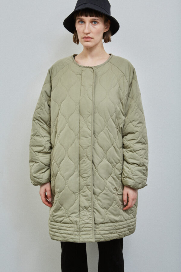 Akaroa Coat, Pale Olive - 201 - Embassy of Bricks and Logs - Anna Vatheuer Photo - Premium Ethical Outerwear