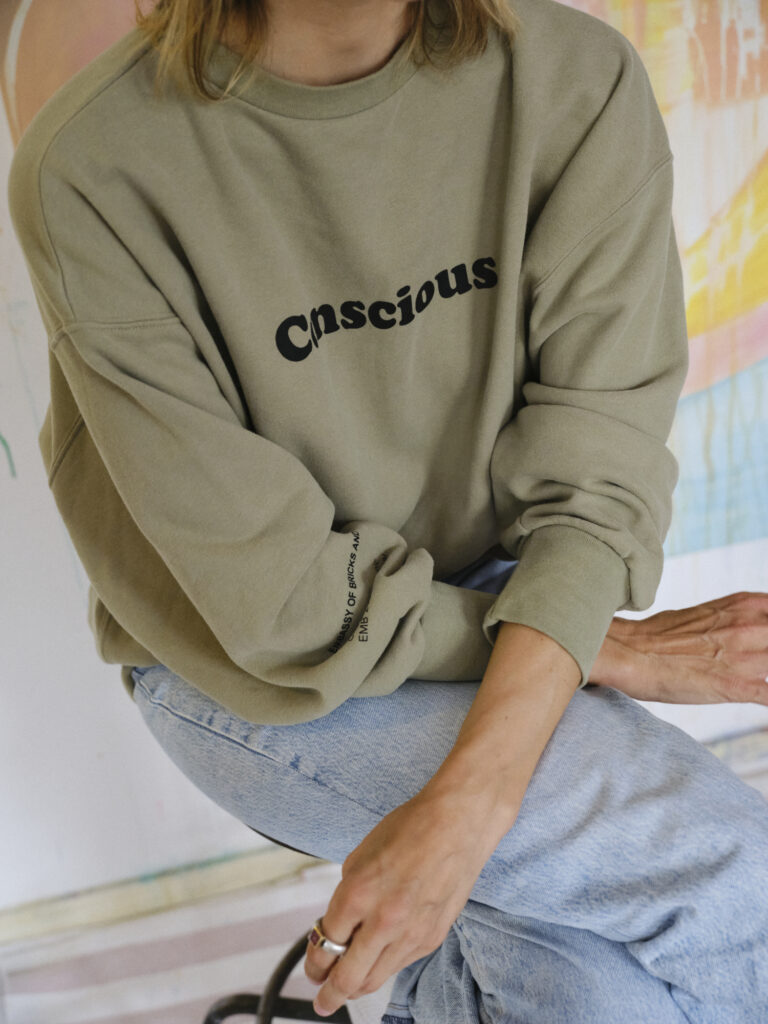 We met feminist artist Annique Delphine in Berlin for our Embassador series - Embassy of Bricks and Logs - Premium Ethical Outerwear